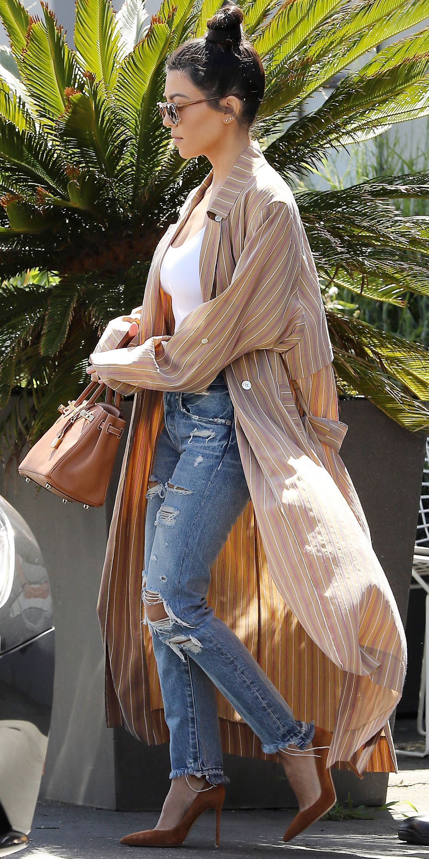 Kourtney Kardashian s Best Street Style Looks - March 30 f31ef38d3e8e8
