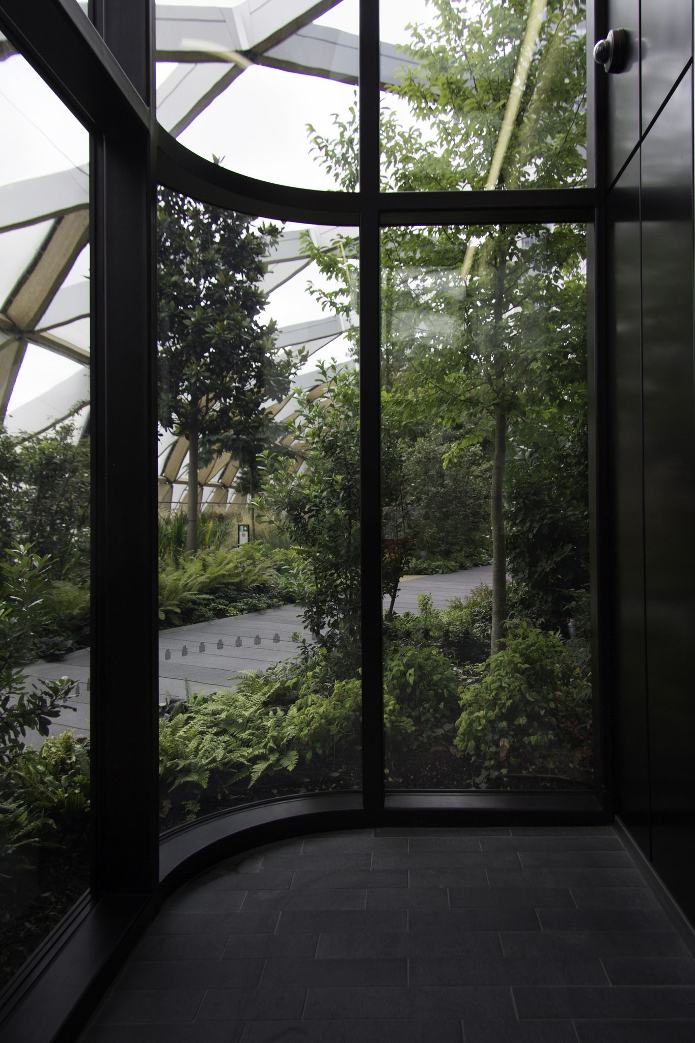 https://flic.kr/p/xdGH6m   Crossrail Roof Garden, Canary Wharf, London
