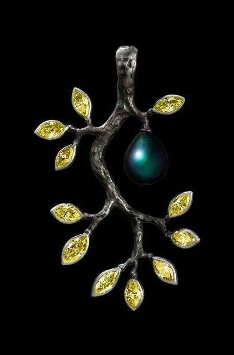 Jewellery Theatre Eden 8K white gold, 11 fancy yellow diamonds 3,61-3,64 ct,  dark pear pearl Ø 9,68
