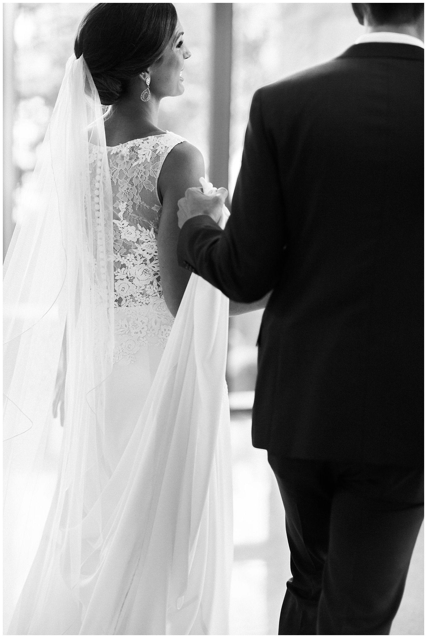 Modern Romantic Witte Museum Wedding San Antonio Wedding Photographer Witte Museum Wedding Photos Lucille Photo Short Sleeve Wedding Dress Modern Wedding Dress Wedding Dresses [ 2240 x 1500 Pixel ]