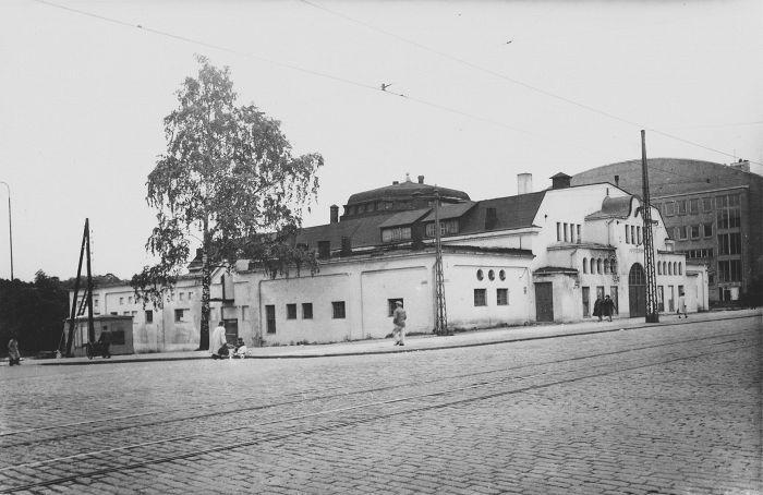 Hippodrom on kuvattu 1949 hiukan ennen kuin se purettiin Kisahallin laajennuksen tieltä. kuva T. Toivonen HKM.