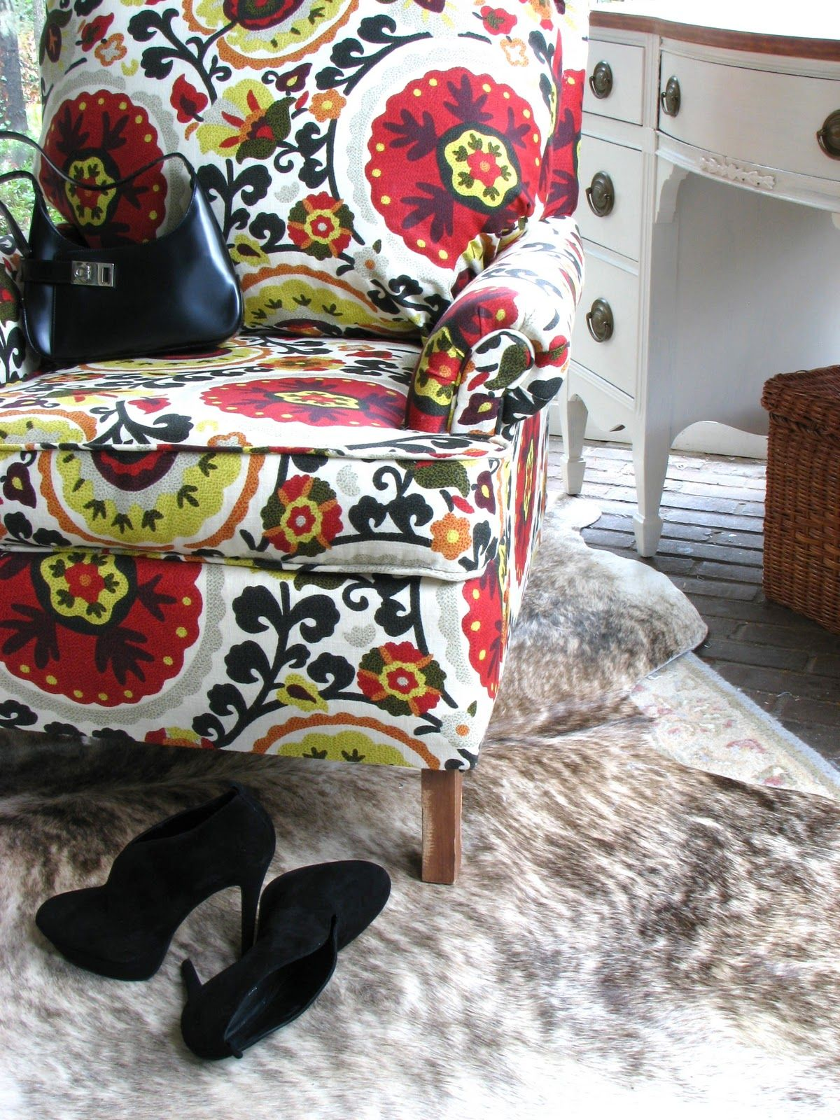 Anthropologie Inspired Upholstered Chair | Video tutorial on how to reupholster an old chair