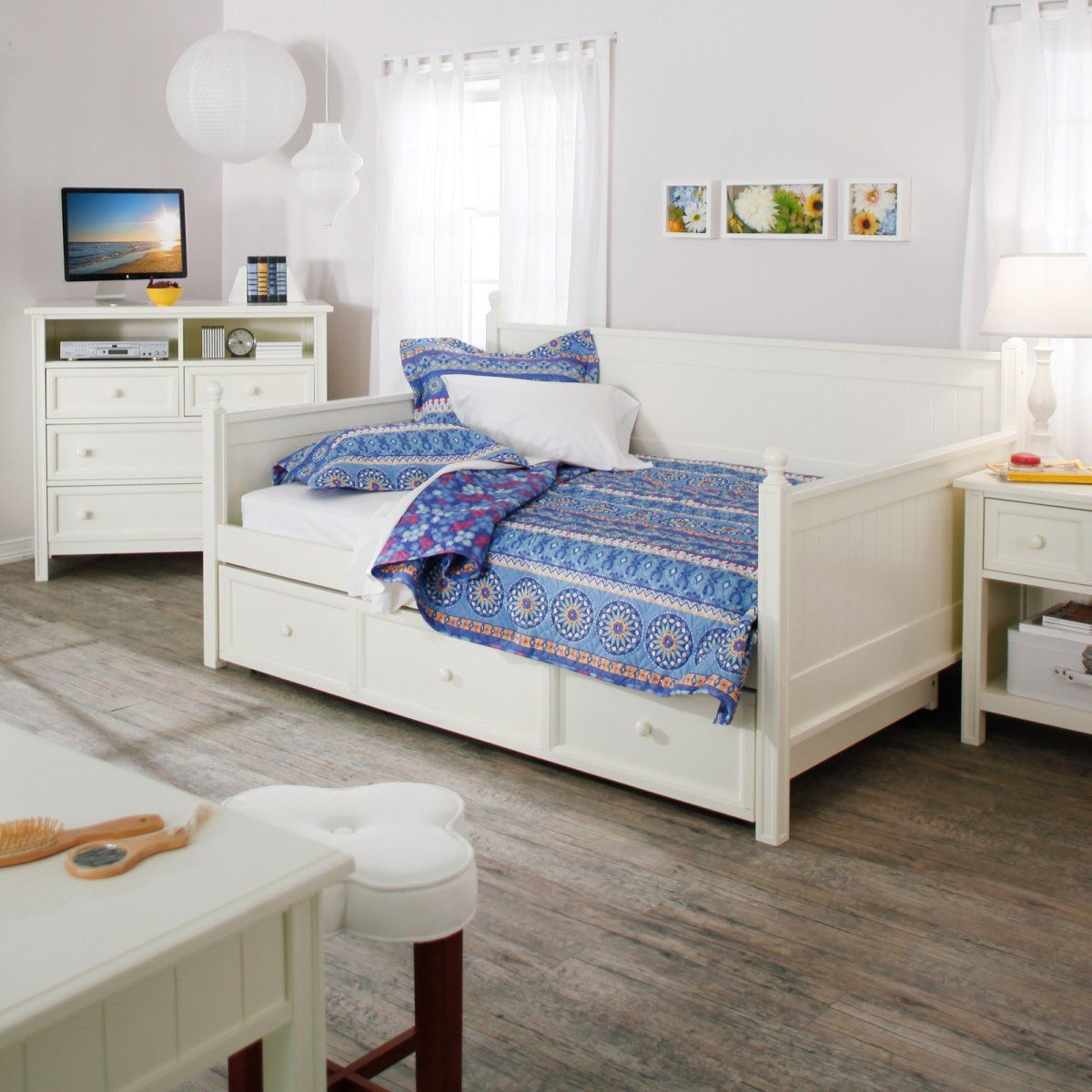 Casey Daybed White Full>decent price on a daybed