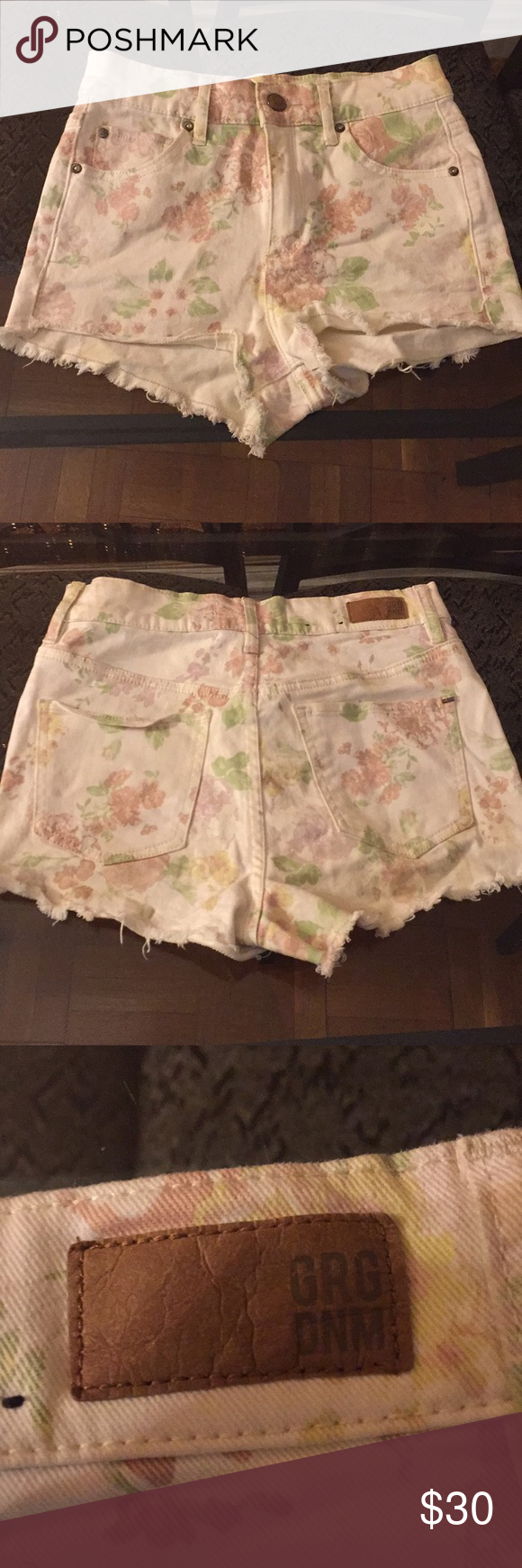 43971d5e6b Garage floral print shorts I'm also on Vinted and ♏️ercari (better shipping  prices) Size: 0 No stains only worn once Floral print shorts with frayed  ends ...