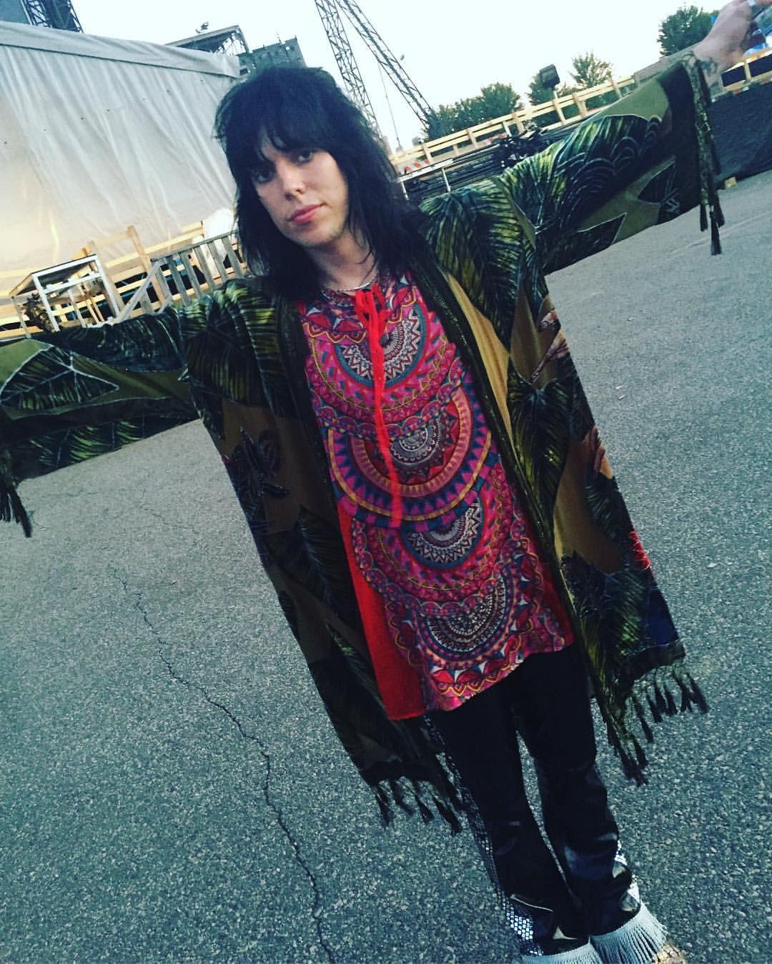 いいね!51件、コメント2件 ― Leisa Mageeさん(@sixx17)のInstagramアカウント: 「⚡Luke makes my job easy⚡️ hair and kimono by me for @hairosmith #fashion #hairosmith…」