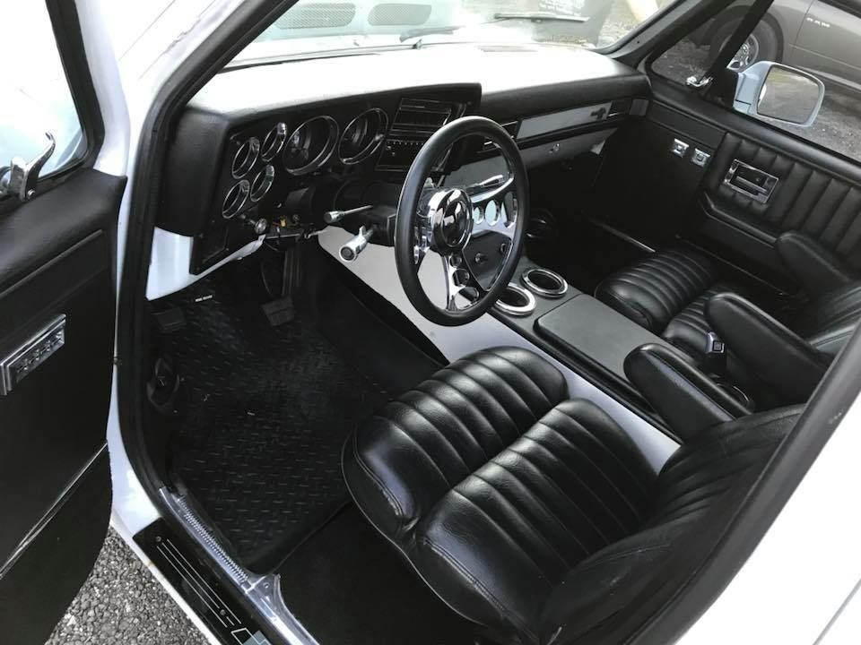 Pin de b r en c10 chevy pinterest camioneta camiones for Camiones ford interior