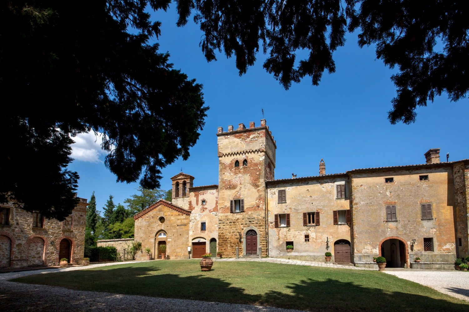 AN UNEXPECTED SURPRISE NEAR SIENA: A FAIRYTALE VENUE AMONG THE HILLS - http://www.paolocicognani.com/%e2%80%a8an-unexpected-surprise-near-siena-fairytale-venue-among-the-hills/