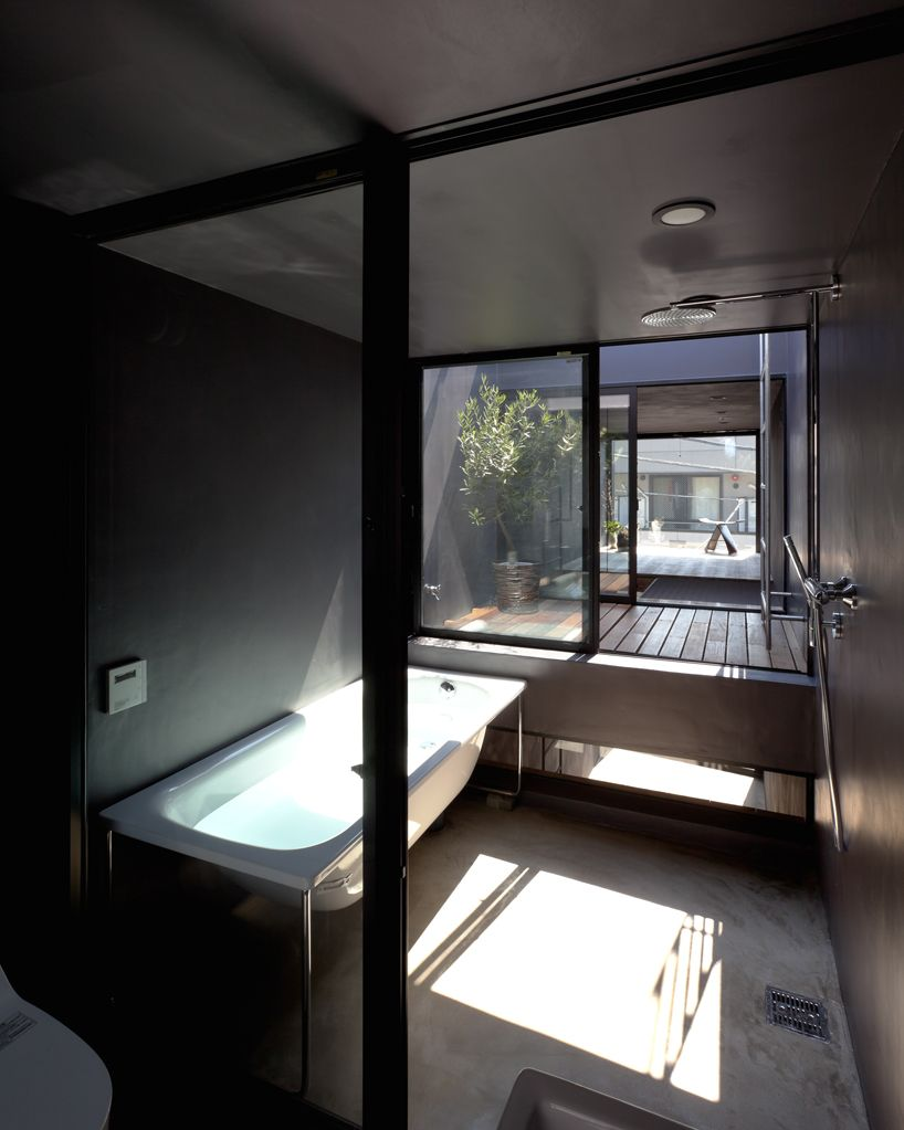 vivre dans une maison troite le concept de yuua architects salle d 39 eau pinterest maison. Black Bedroom Furniture Sets. Home Design Ideas