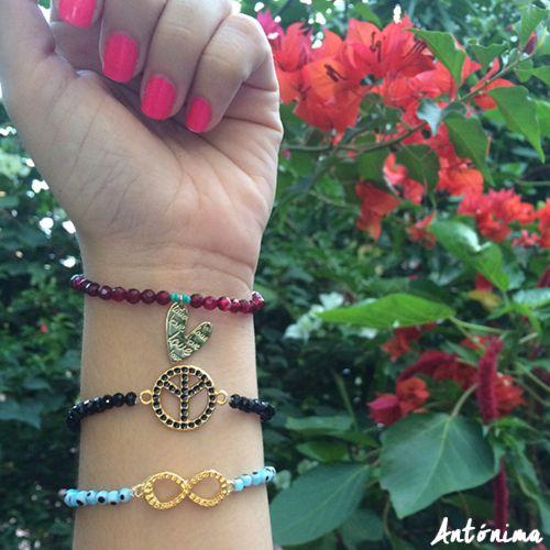 En Antónima tenemos accesorios para cada estilo. ¿Cuál es tu preferida? #fashioncolombia