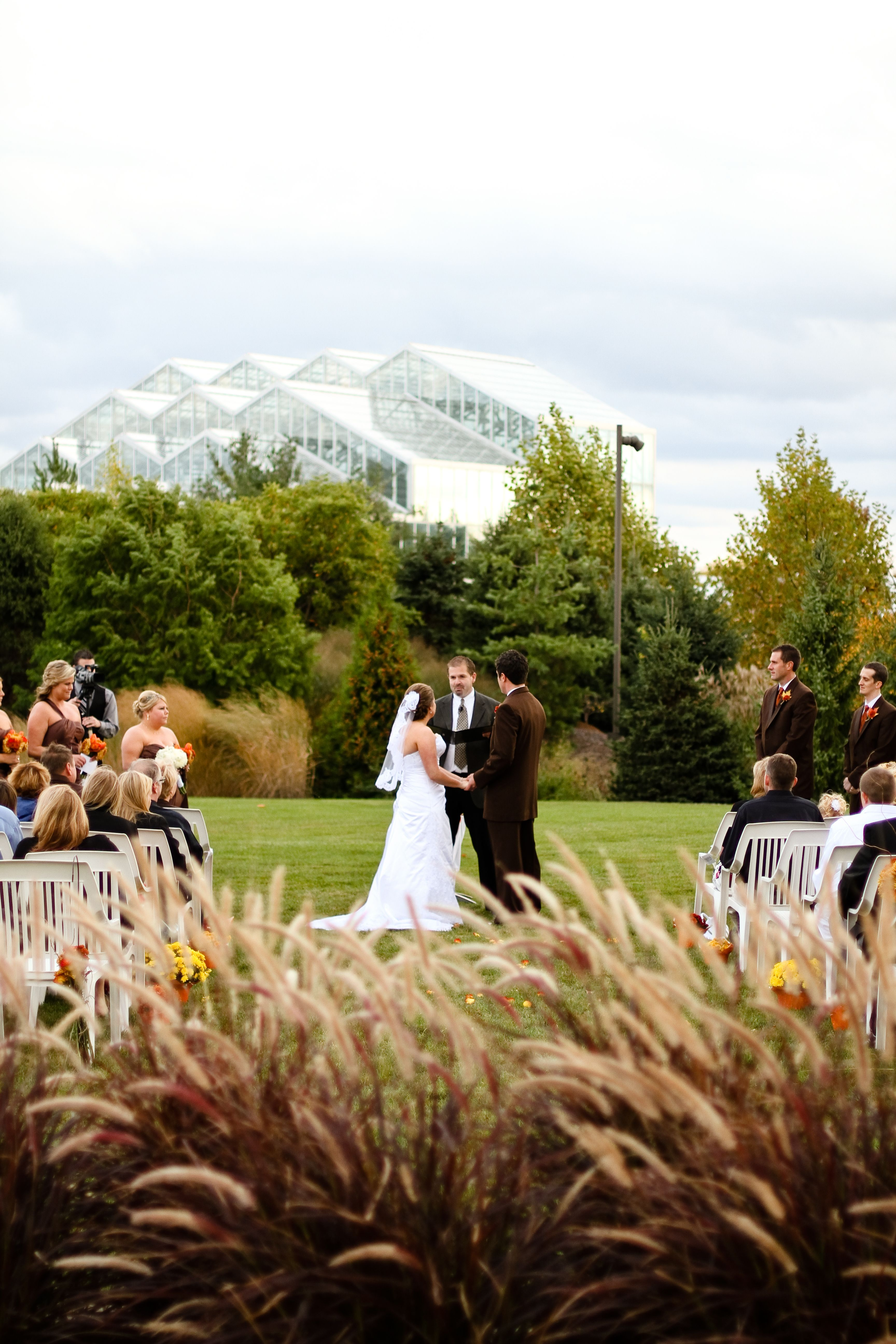 Outdoor fall wedding at meijer gardens jesse d green photography