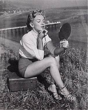 Marilyn Monroe 2 - Imgur - Paradise Beach Cove, 1950.