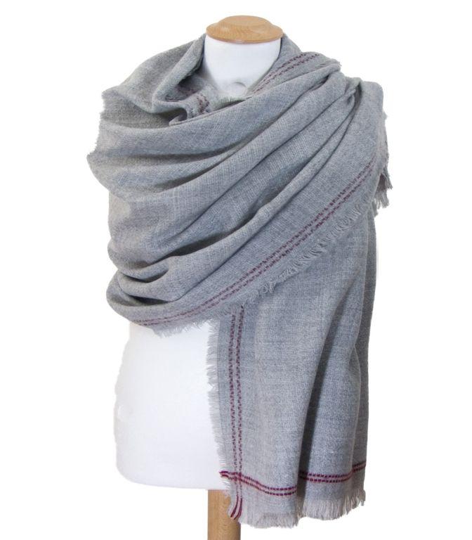 69a77fe99a4d Châle en laine gris surpiqûres bordeaux   mesecharpes.com ...