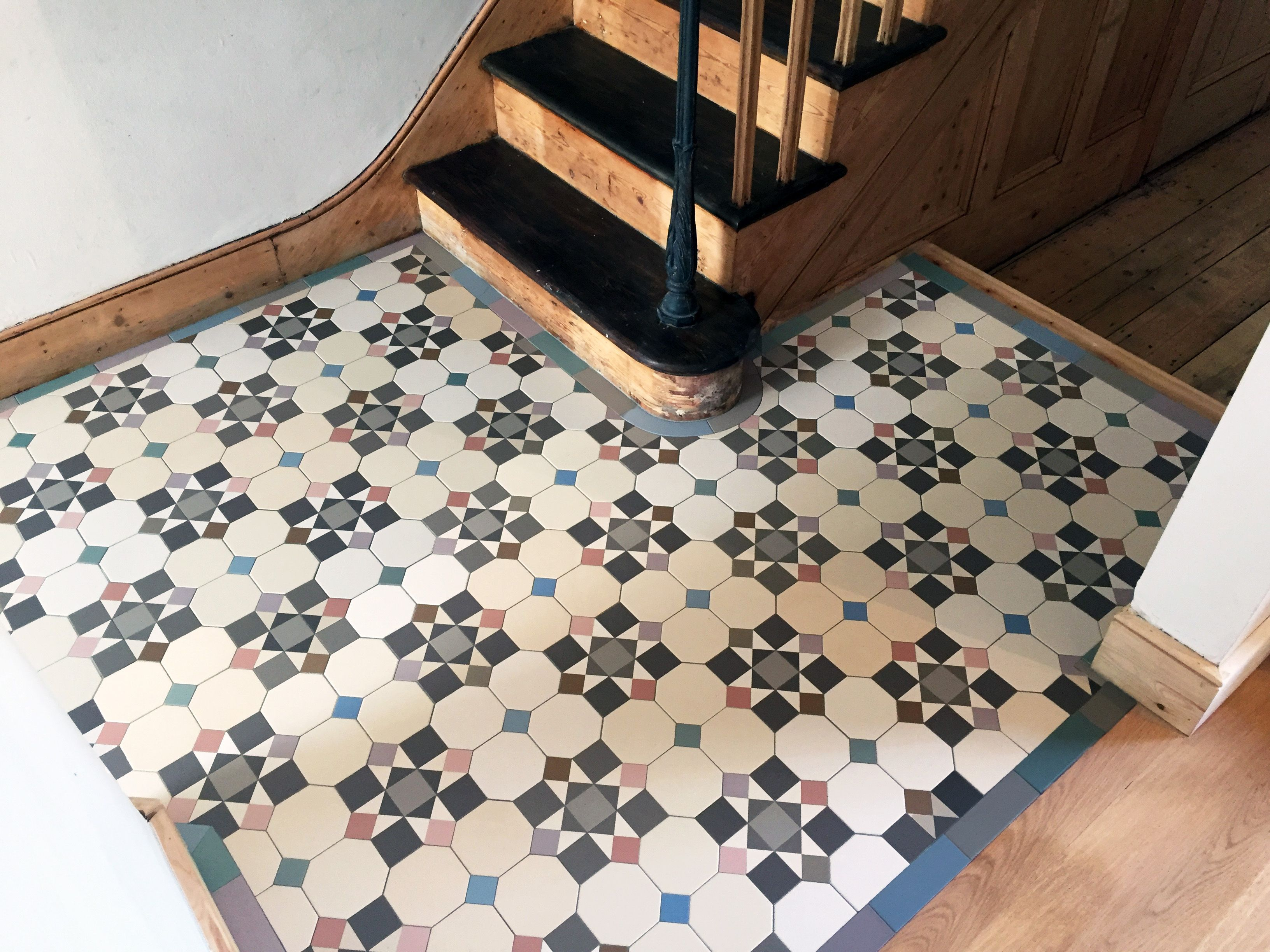 London Mosaic Victorian Floor Tiles Click On The Image For More Information Contact Us On Info Londonmosa Tile Floor Colorful Tile Floor Tile Floor Diy