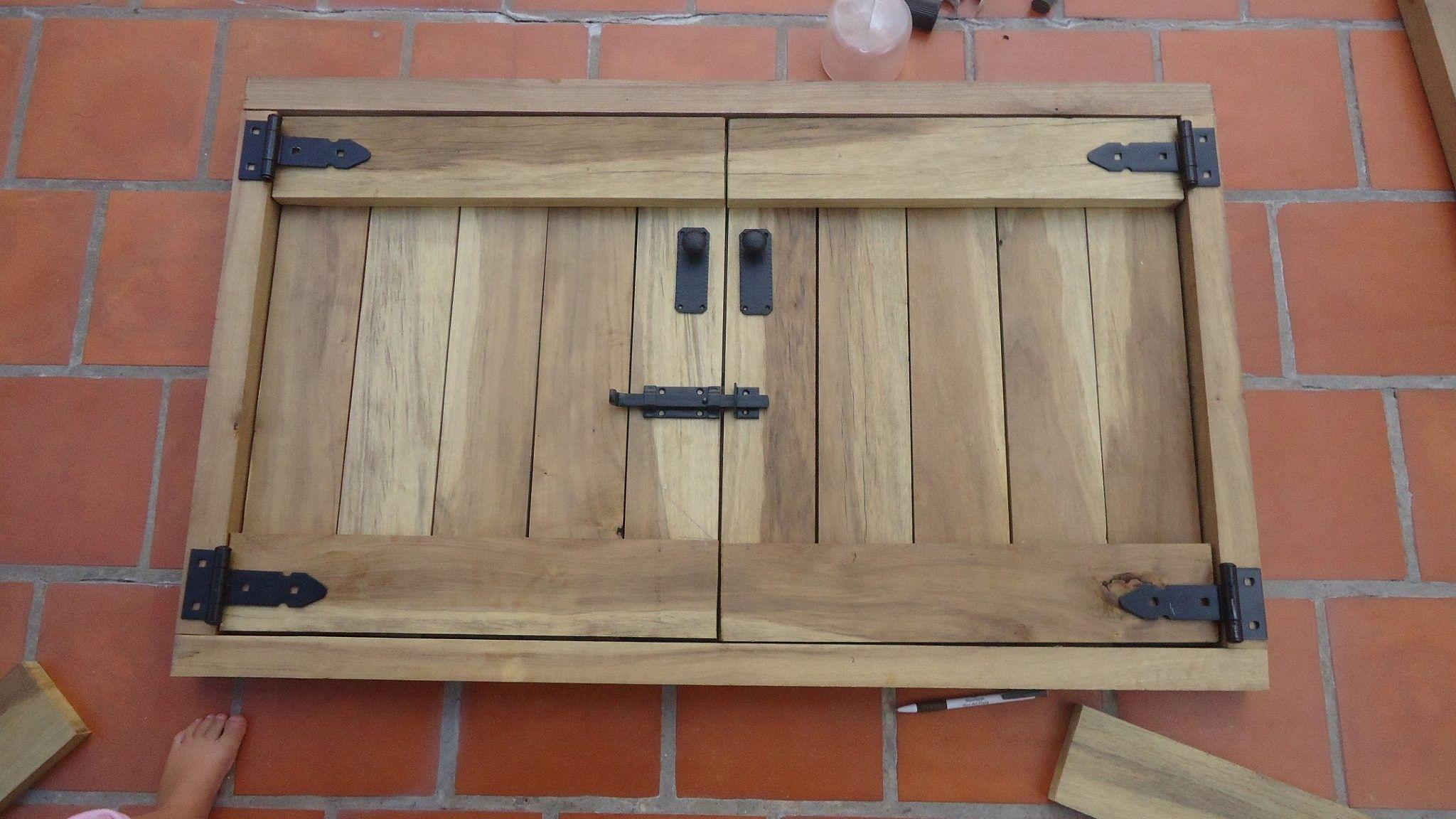 Puertas para la parrilla madera parrilla y fachada de for Puerta palets