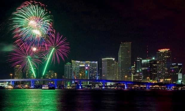 Spend The 2014 New Year S Eve In Miami To Witness A Magical Evening New Years Eve Miami Miami Holiday Happy New Years Eve