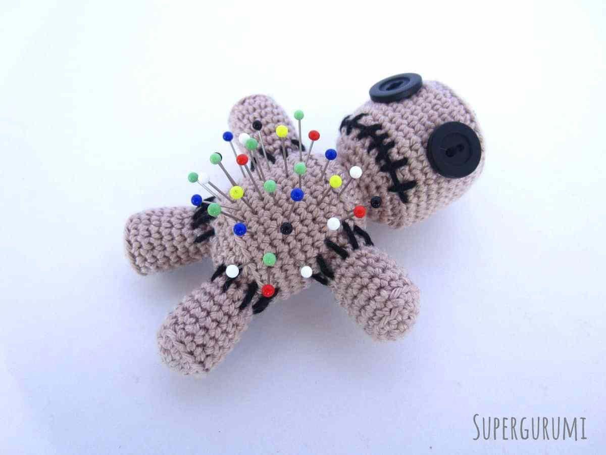 Amigurumi Voodoo Doll Pincushion (free crochet pattern) | Crochet ...