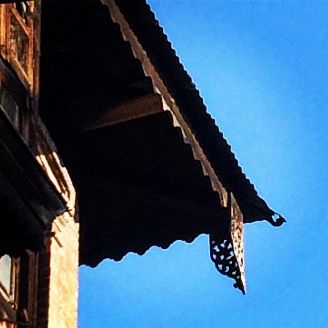 Sharoz Khushal On Instagram Antique Rooftop Designs Sher E Khas Kashmir Antique Architecture Design Roof Woodwork Rooftop Design Antique House Design