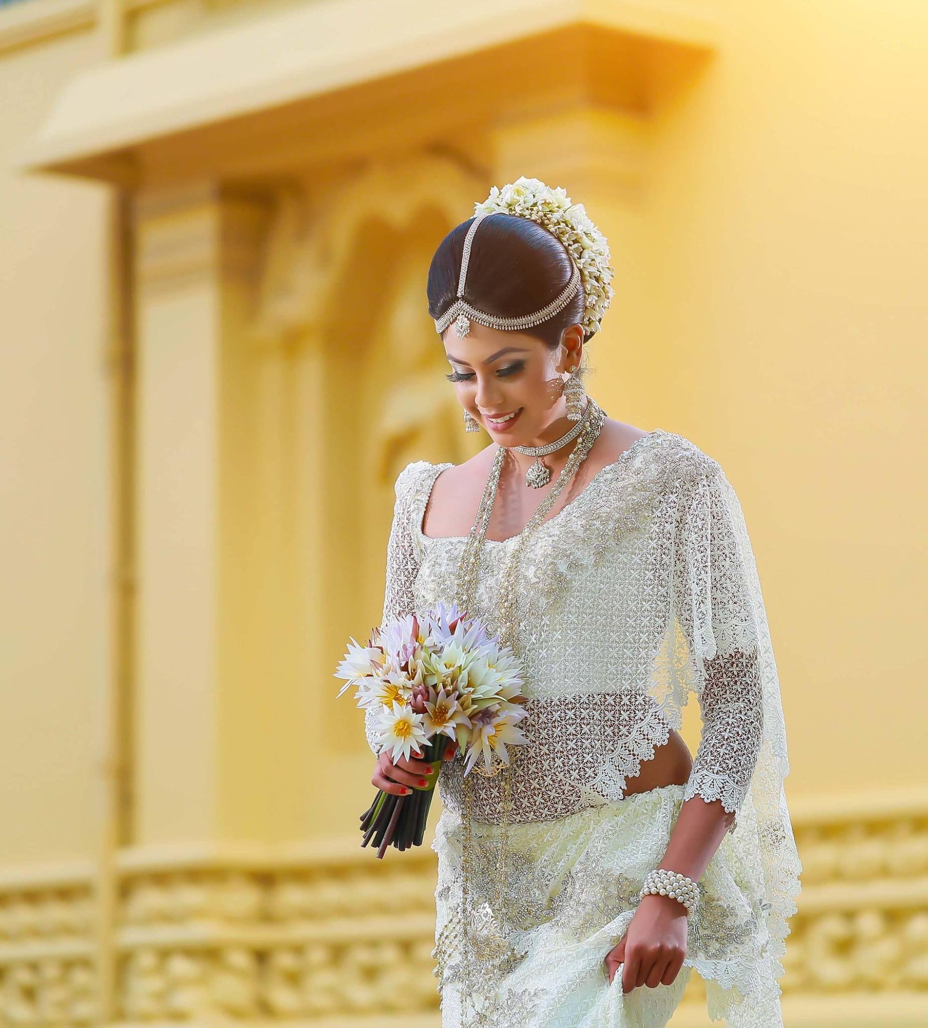 simple white color kandyan lace saree! #kandiandresses