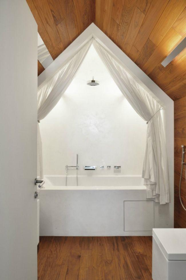 badezimmer satteldach holz corian badewanne gardinen dusche - gardinen für badezimmer
