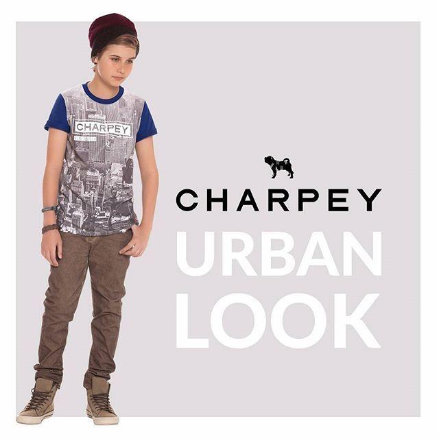 Inspire-se nesse look! A estampa com pegada street faz a cabeça dos garotos! O estilo urbano combina super bem com calças jeans ou texturizadas. Tente manter a linha casual investindo em sapatos mais street, tipo tênis. #fashionkids #charpeyoficial #Charpey #modaurban