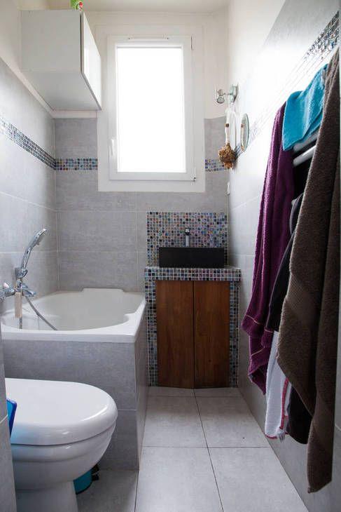 Minuscule salle de bains, wc compris. Environ 140 de large sur 300 de long. Autre solution : une douche sur tout le fond et le lavabo sur le mur de gauche, après les toilettes.