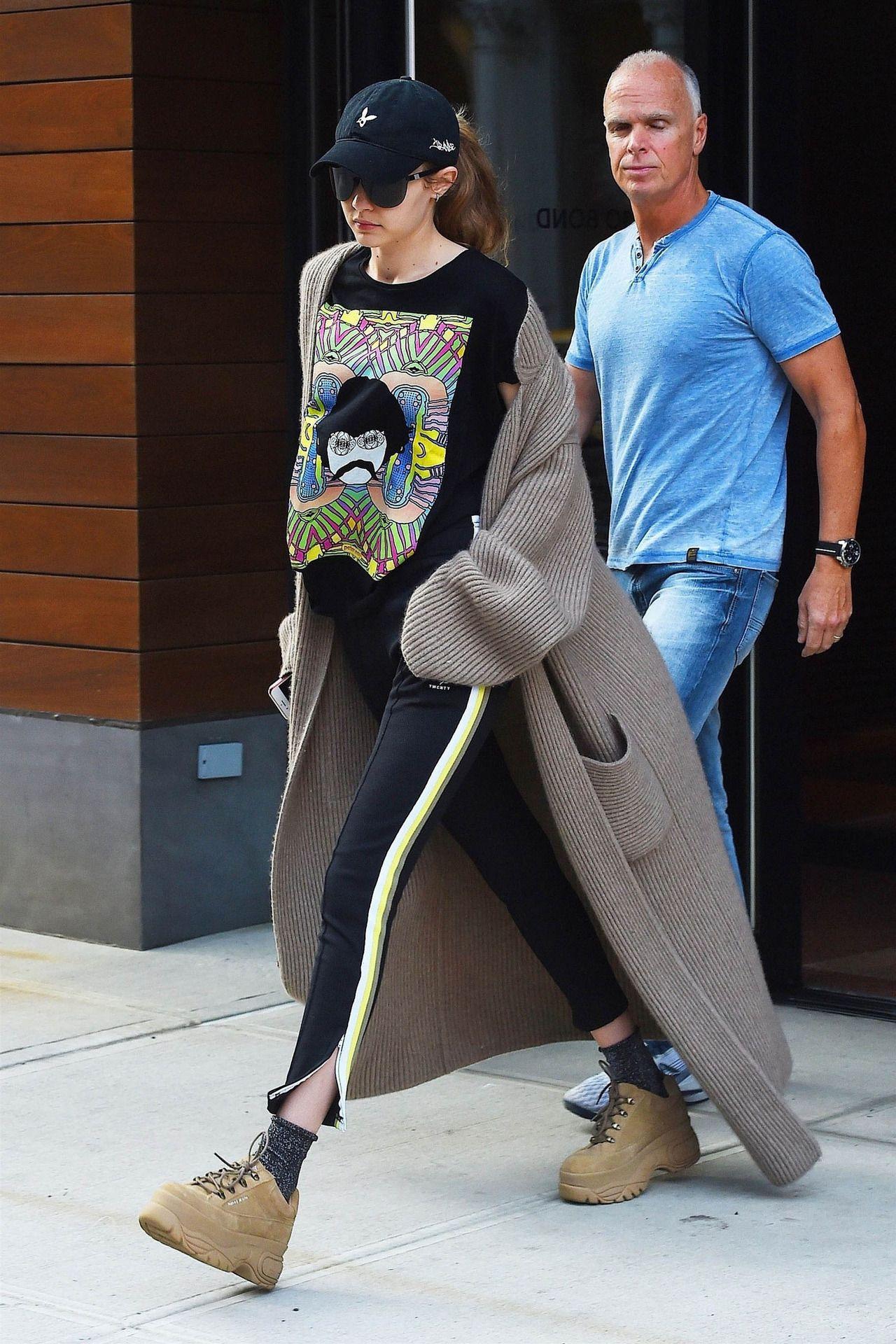 69075a3ecbc Gigi Hadid wearing VIBE in Matte Black w  Super Black Lens ...