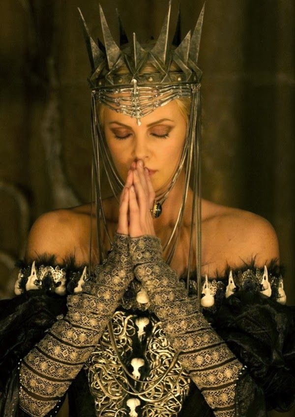 Costume Design Queen Ravenna From Snow White And The Huntsman Queen Ravenna Colleen Atwood Charlize Theron