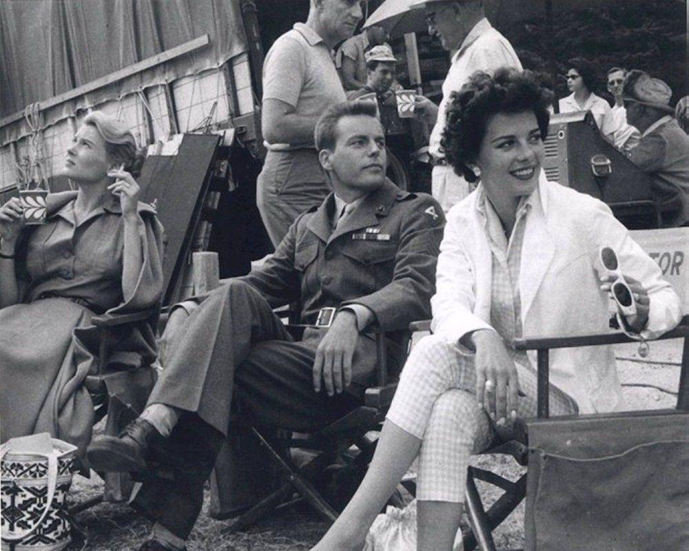 Robert Wagner et Natalie Wood sur le tournage de In Loveand War (1958)