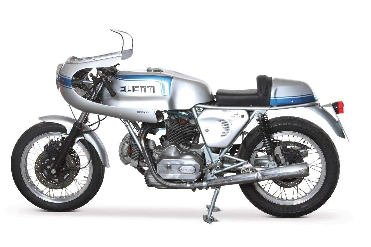 The 1976 Ducati 900SS has fittings such as a half-fairing