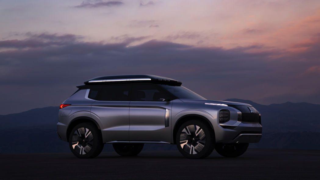 Mitsubishi Unveils Engelberg Tourer A Phev Crossover Concept Mitsubishi Crossover Outlander Hybrid Crossover
