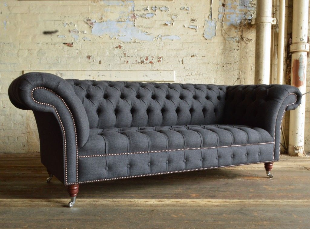 Moderne Chesterfield Banken : Nuvo charcoal grey wool seater chesterfield sofa in house
