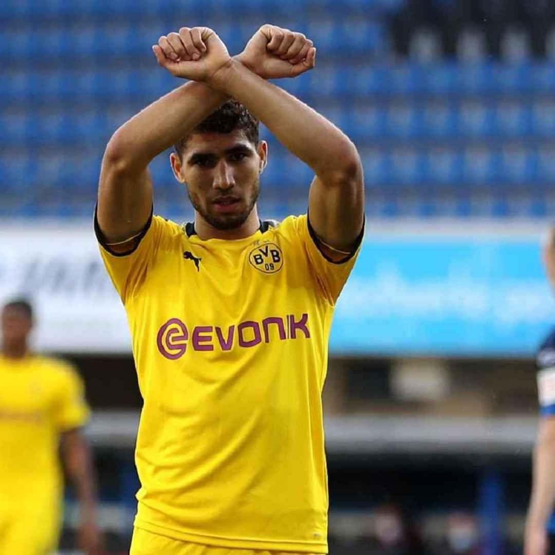 Serie A Hakimi E Un Giocatore Dellinter Fra19852020 Nel 2020 Dortmund Borussia Dortmund Calcio
