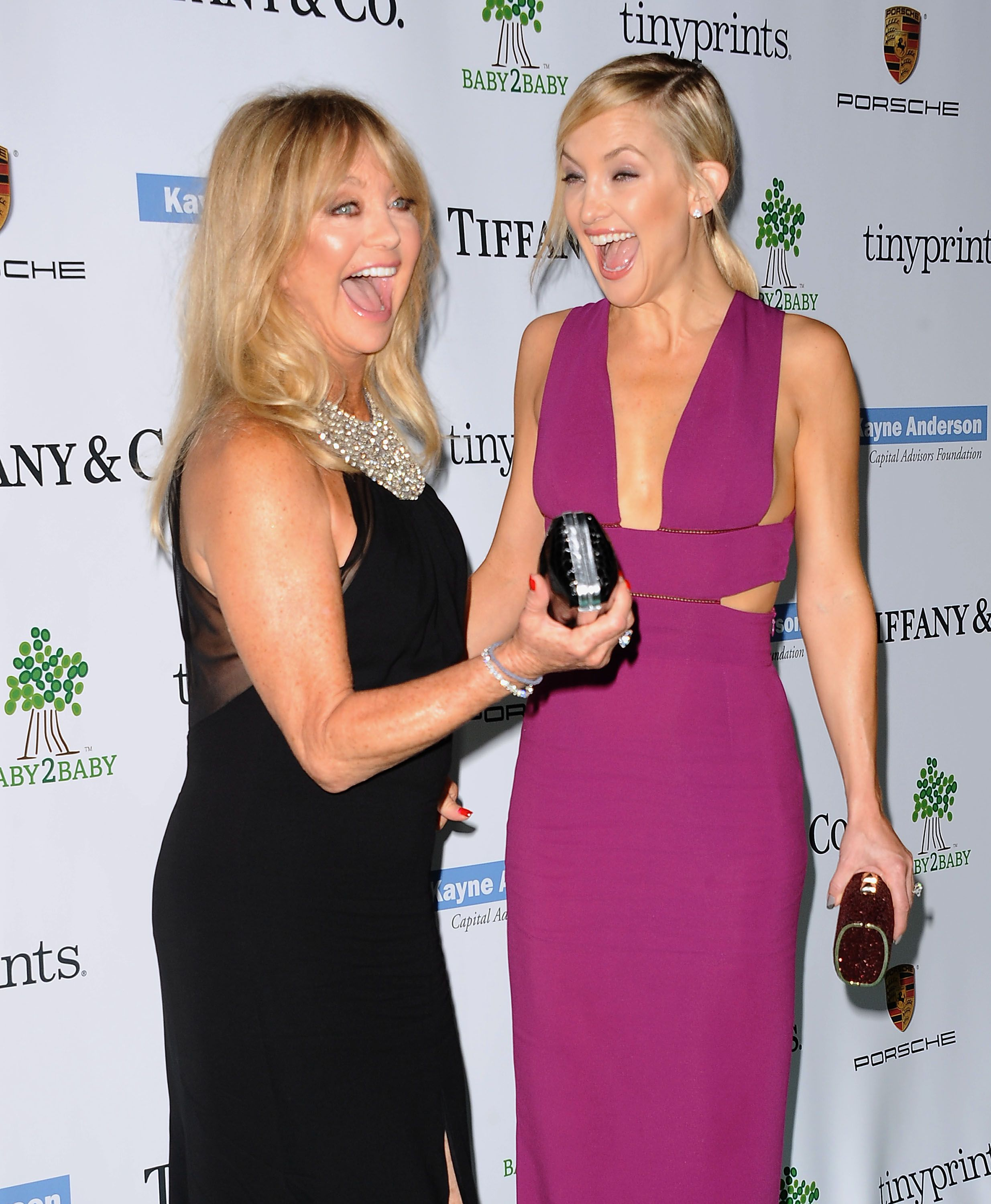 Kate Hudson and Goldie Hawn Couldn\'t Possibly Have More Fun Together ...