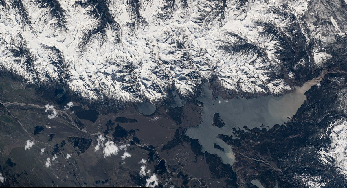 Jeff Williams ‏@Astro_Jeff  Jul 27 Wide view of the Grand Teton National Park. #FindYourPark #NPS100  Hi-res here:  http://eol.jsc.nasa.gov/Collections/Composites/img/hires/jsc2016e090604.jpg …