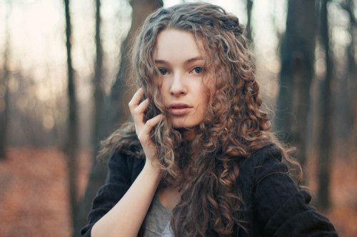 Pin By Smith On Girl Character Inspo Brown Hair Blue Eyes Brown Hair And Grey Eyes Curly Hair Styles
