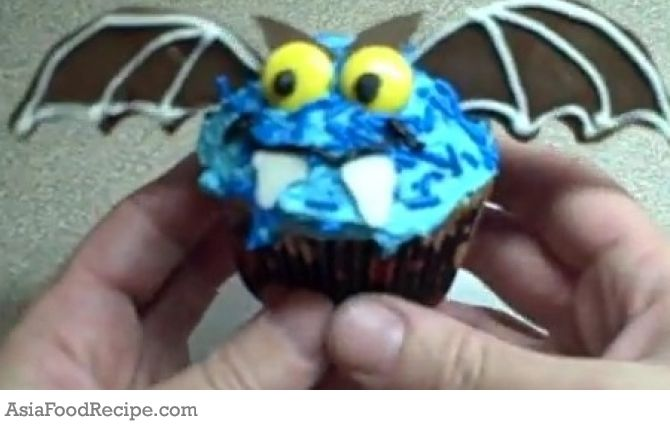 Add some fright to your bite with these deliciously scary Halloween cupcake recipes. Turn an innocent cupcake into a terrifyingly cupcake for Halloween!