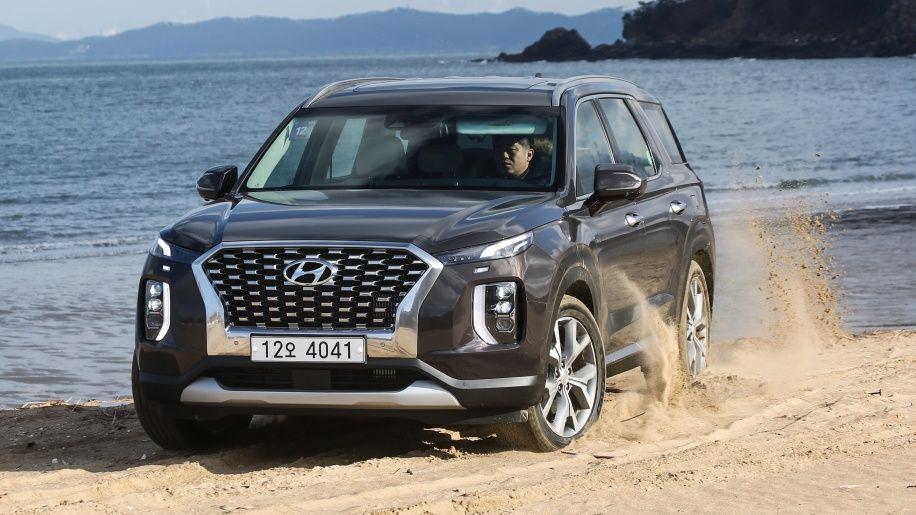 2020 Hyundai Palisade Preview Driving A Korean Market Version Of The New Three Row Crossover Hyundai Hyundai Cars Hyundai Canada