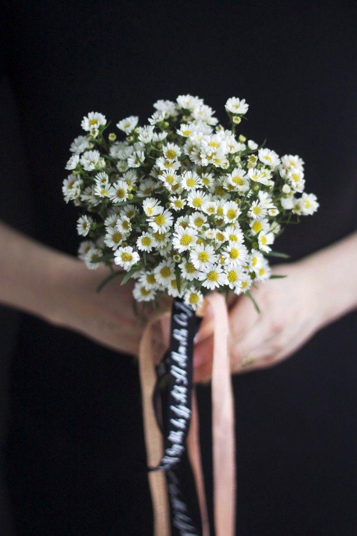 Bride On A Budget Diy Wedding Flowers For 20 Gardenista Diy Wedding Flowers Wedding Flowers Diy Wedding