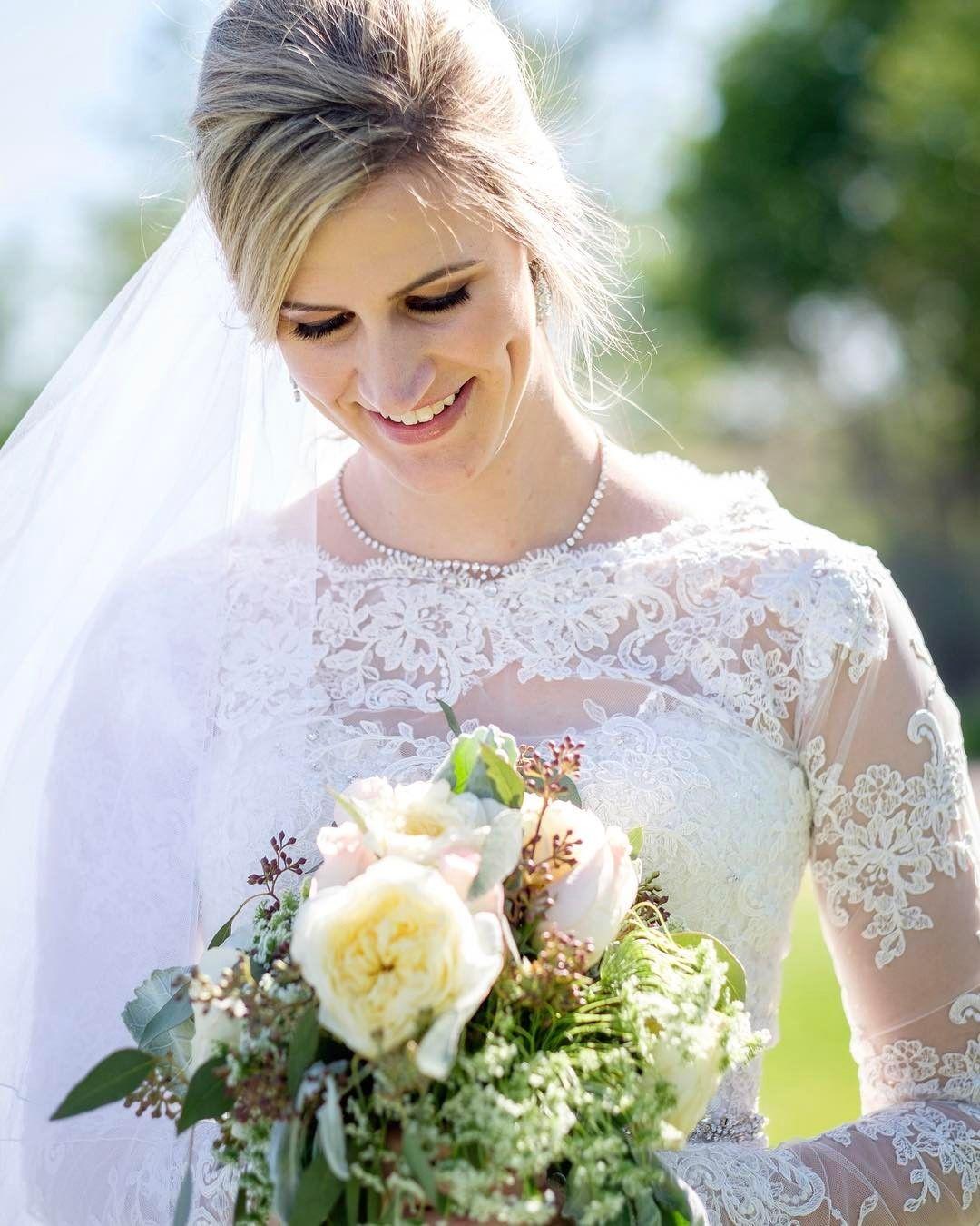 Beauty.  #bride #wedding #marriage #weddingmoments #weddingphotographer #weddingday #weddingphotojournalism #weddingphotography #montrealphotographer #mtlwedding #montrealweddingphotographer #mtlphotographer #albuquerque #abqwedding #abqphotographer #instawedding