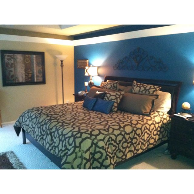 Ideas For An Accent Wall In The Master Bedroom: Teal Accent Wall In The Bedroom