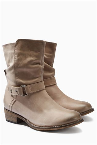 Some days are a Boot kind of day. Which boots do your grab? We are loving our grey Leather Casual Strap Ankle ones!