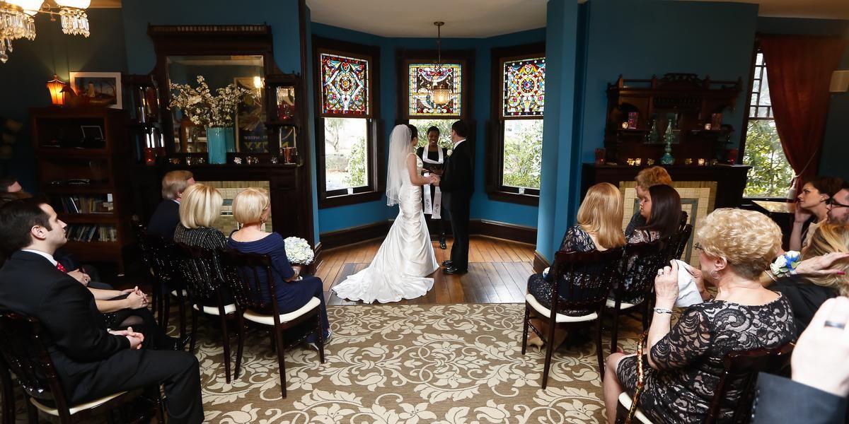 Weddings At Vandiver Inn In Havre De Grace Md Wedding Spot Wedding Venue Prices Miami Wedding Venues Inexpensive Wedding Venues