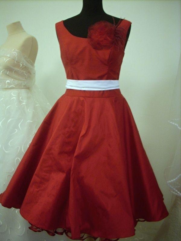 05831745316 Červené hedvábné svatební šaty