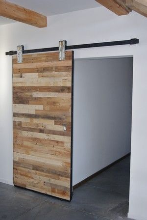 wooden doors industrial style pallets ideas pinterest portes coulissantes portes et. Black Bedroom Furniture Sets. Home Design Ideas
