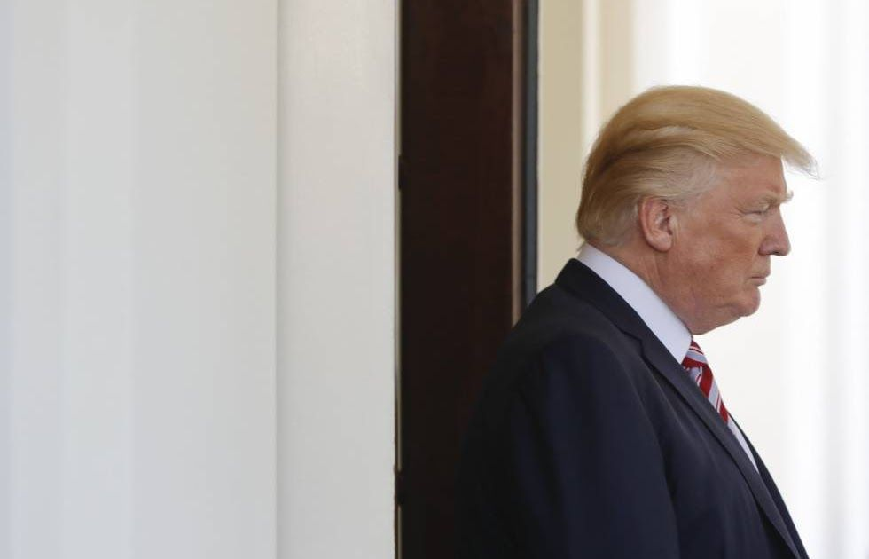 ESCÁNDALO EN LA CASA BLANCA    Trump presionó al director del FBI para que cerrase la investigación sobre Flynn en la trama rusa    Comey ...