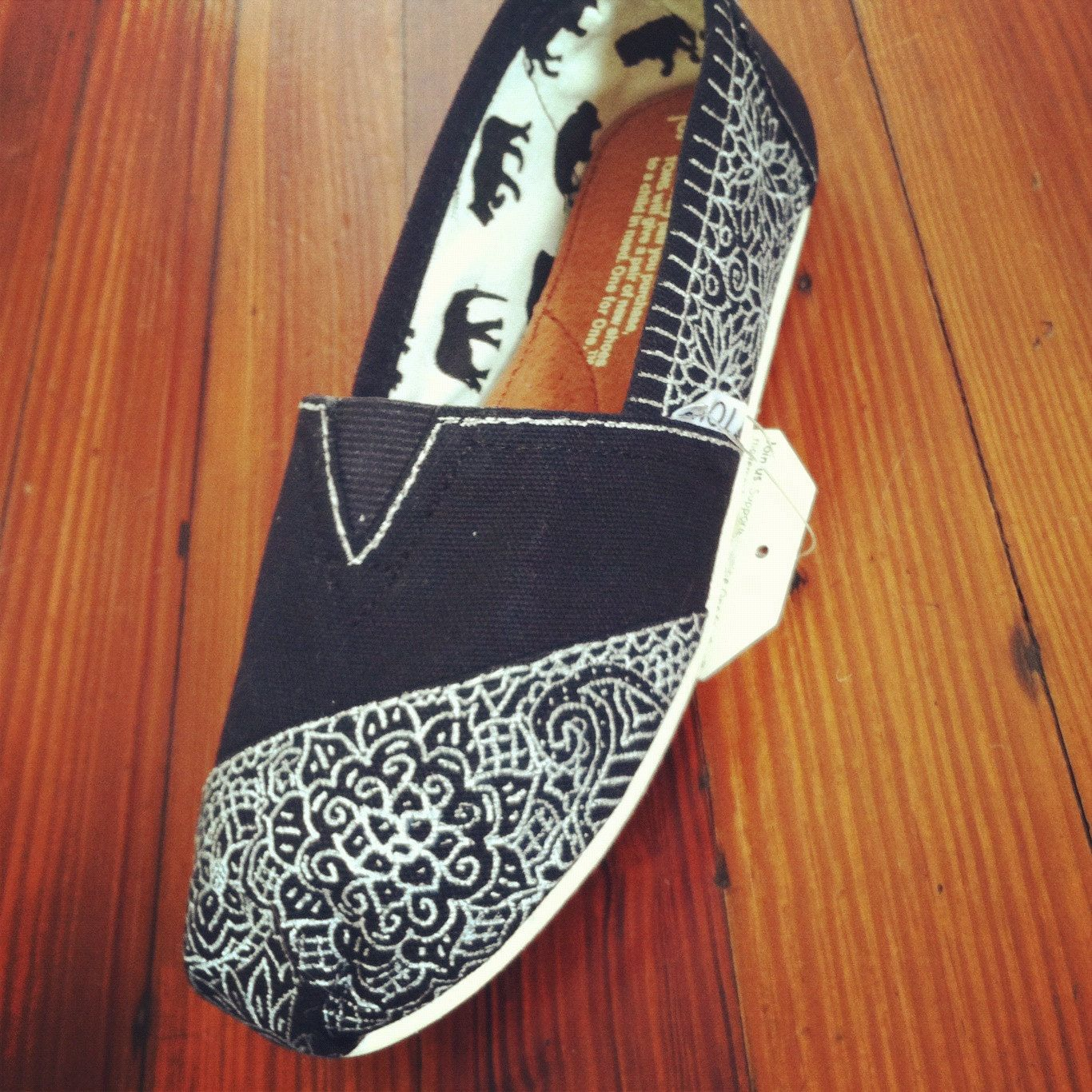 Hand-Painted Custom Toms White on Black.... I WANT