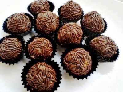 Bola Bola Coklat Berikut Ini Ada Cara Membuat Video Resep Bola Bola Coklat Kacang Biskuit Regal Marie Keju Meses Oreo Ncc Ala Mast Cokelat Oreo Resep Biskuit