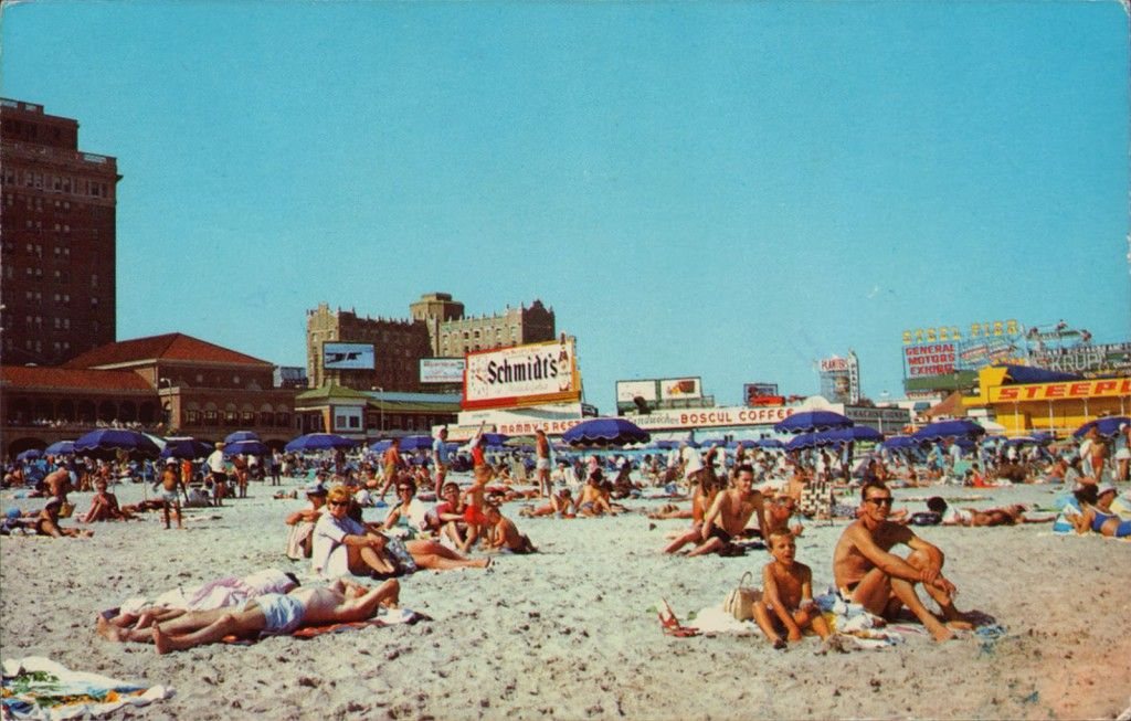 10 Beautiful Vintage Photos Of Atlantic City From The 1950s And 1960s Atlantic City Boardwalk New Jersey Beaches City Beach