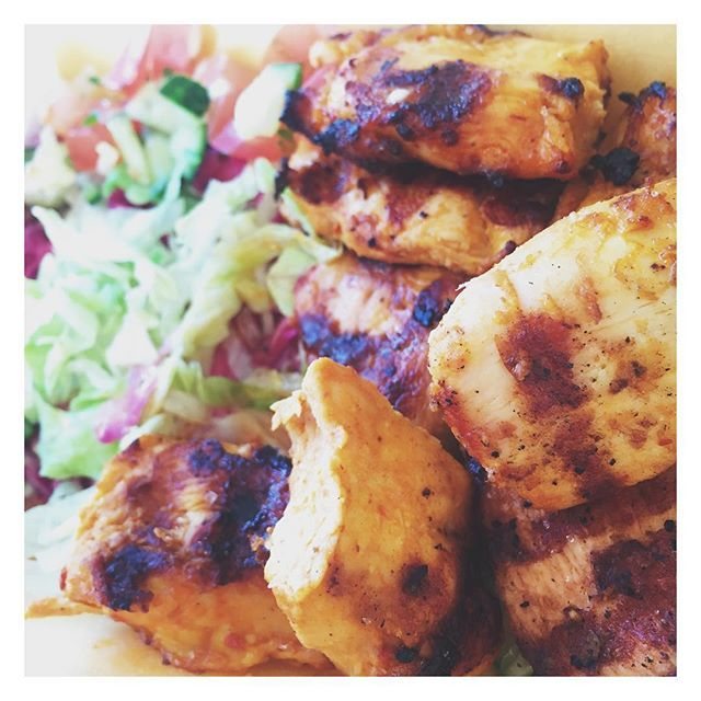 Dinner tonight coz it's too hot too cook 😁 #chickenkebab no pitta just chicken and salad #protein #body #lean #iifym girls #iifym #gymaddict #foodphotography #food  #summerbody #highprotein #weights #bodybuilding #dedicated #mental #lowcarb #diet #weightlossjourney #weightloss #foodgasm