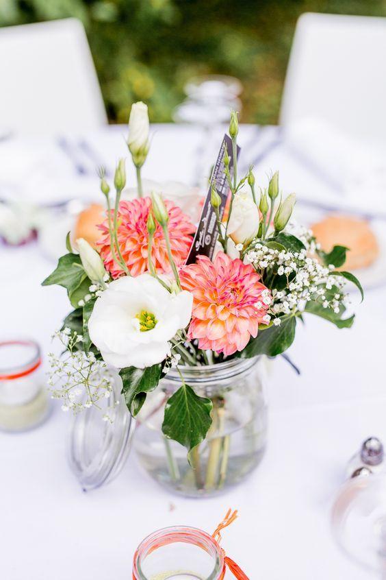 Petit vase et fleurs recherche google deco mariage - Decoration de vase pour mariage ...